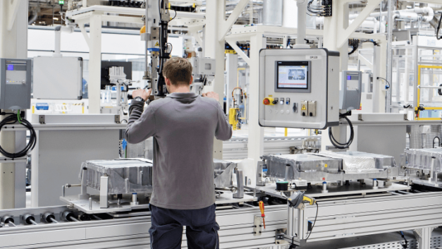 Czech government drives battery factory project with VW and ČEZ